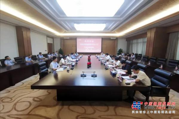 渭南高新区与中联重科土方机械公司签订战略合作协议 魏建锋带队赴公司总部考察并见签