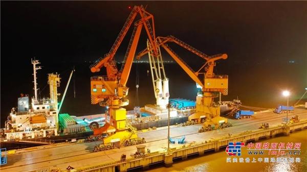 """千米""""长龙""""跨江越海 徐工超亿元设备扬帆""""海上丝绸之路"""""""