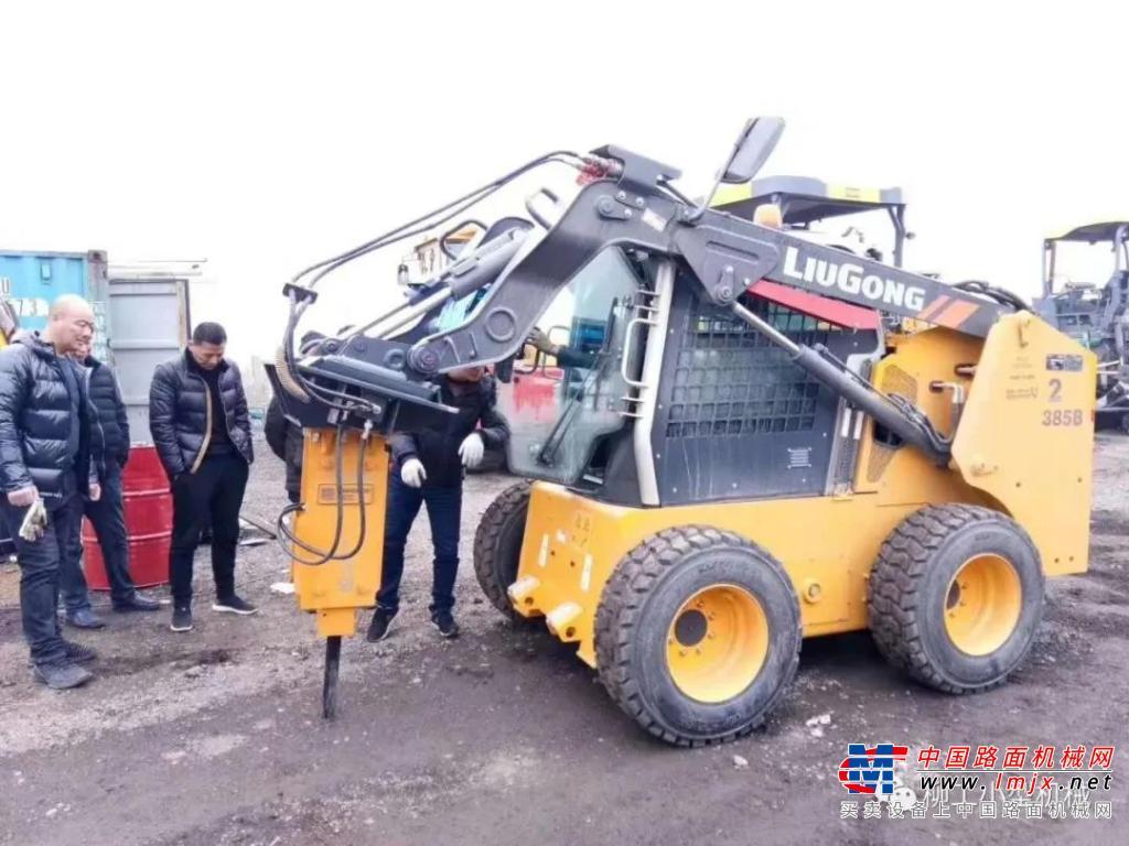 柳工:经典传承——CLG385B滑移装载机