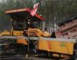 中大机械:京哈高速改扩建一标18.75米宽沥青一字坡无纵缝全幅摊铺有序进行