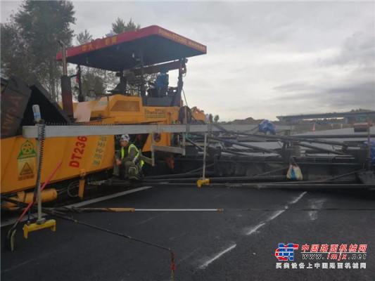 特种高端智能摊铺设备Power KDT2360在黑龙江京哈高速4改8扩建施工中大显身手