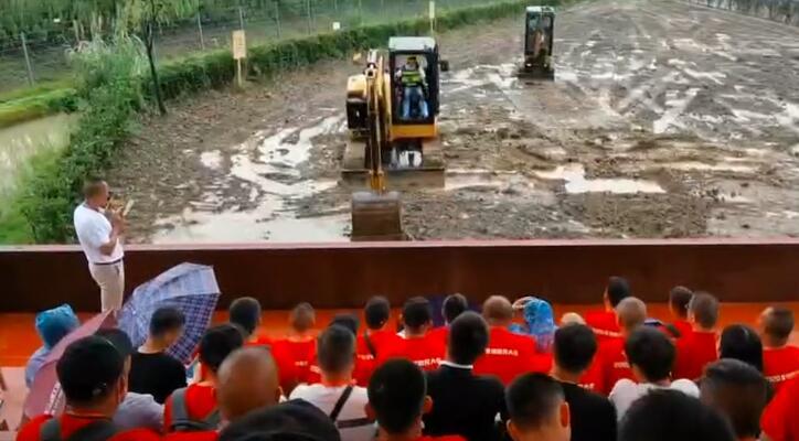 微挖用户参观卡特彼勒吴江工厂