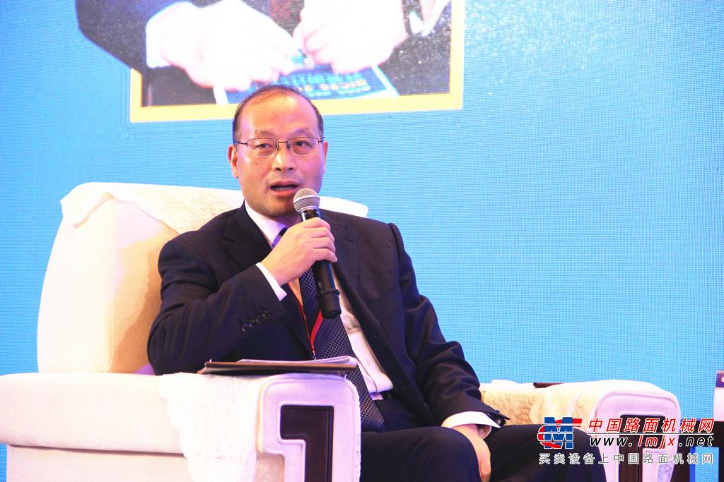 2021年以及中国工程机械行业的机遇和挑战并存—第十八届中国工程机械发展高层论坛