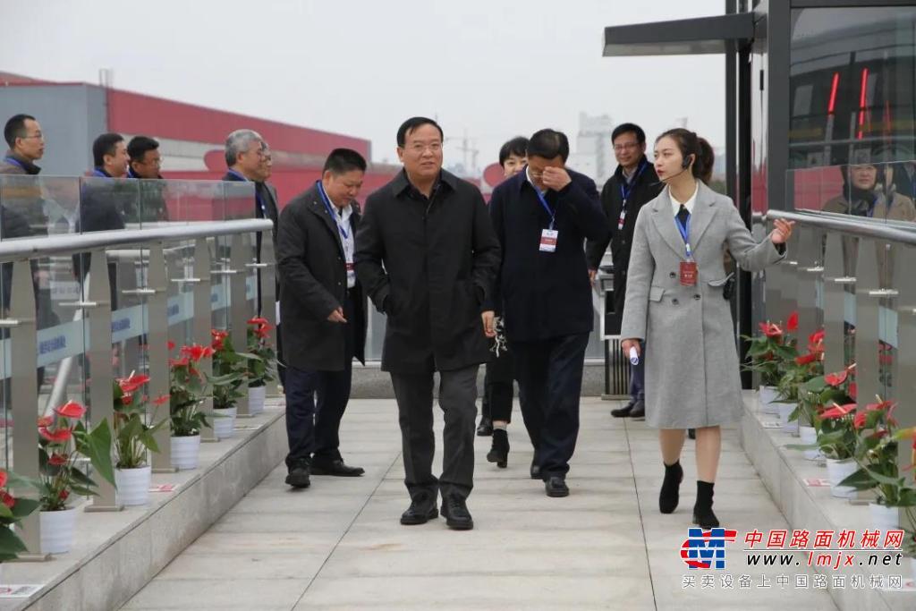 四川省人民政府副省长杨洪波莅临新筑股份调研指导