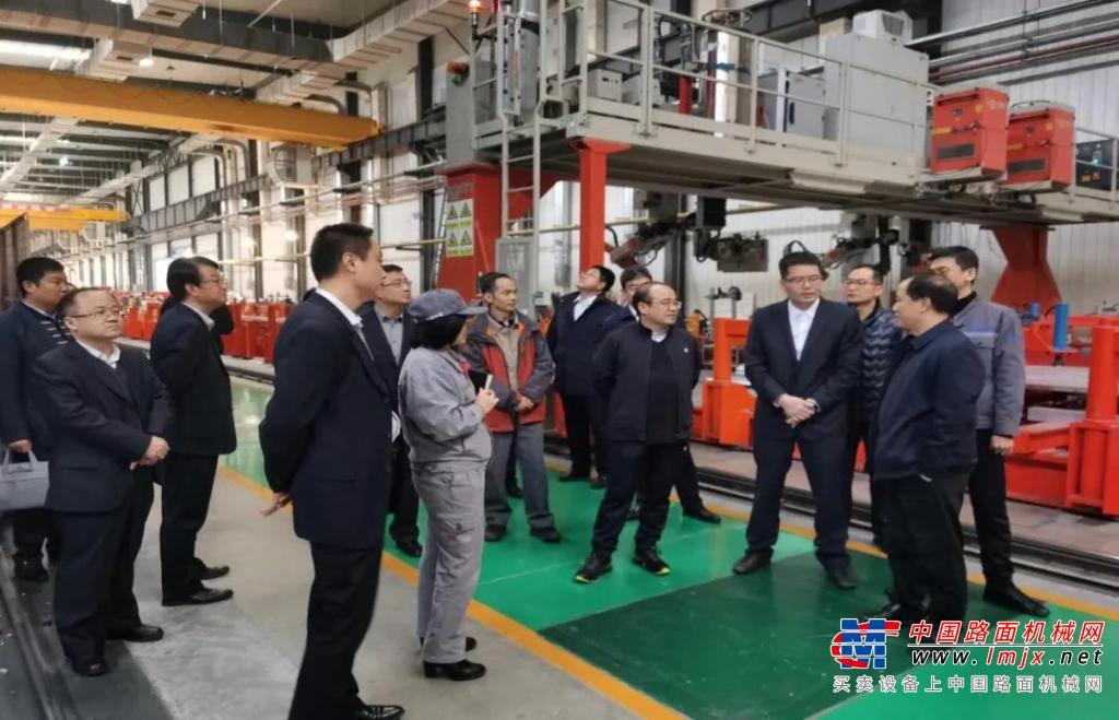中铁电气化局集团副总经理陈伟锋一行莅临新筑股份考察