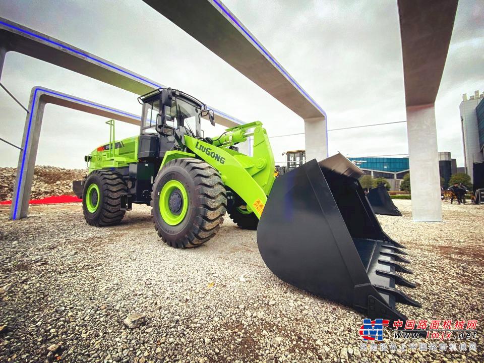 """最新上市发布的柳工856E MAX电动装载机为啥这么""""牛""""?"""