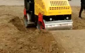 宜迅 YX-JS2000 小型压路机施工展示视频
