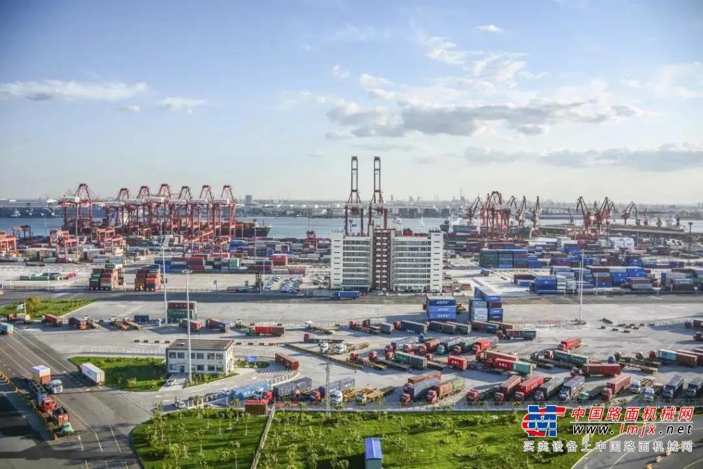 徐工环境卫士再次批量入驻乘风破浪的天津港!