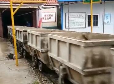 宜迅矿电机车施工视频