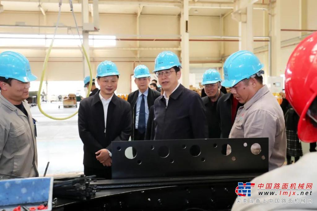 衡阳市委书记邓群策到湖南华菱·星马进行复工调研慰问