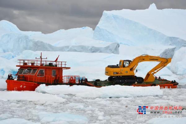@所有人:驰骋在南极冰盖上的柳工机械发来新春贺电