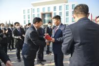 方圆集团董事局主席高秀为全体员工派发新年红包