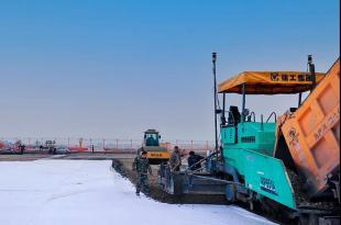 案例分享   拓普康3D攤鋪系統在新疆機場項目中的應用