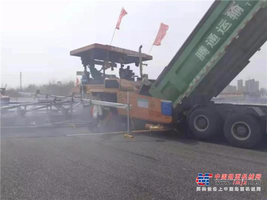 中大机械19.25米宽沥青砂摊铺在京台高速泰枣段五标顺利进行