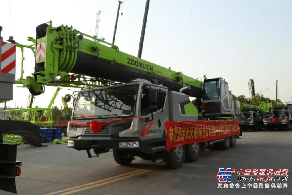 中联重科:大场面!15台ZTC350H552批量交付!