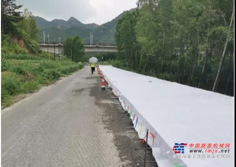 工地集锦  维特根 SP 25滑模摊铺机后挂式施工技术应用