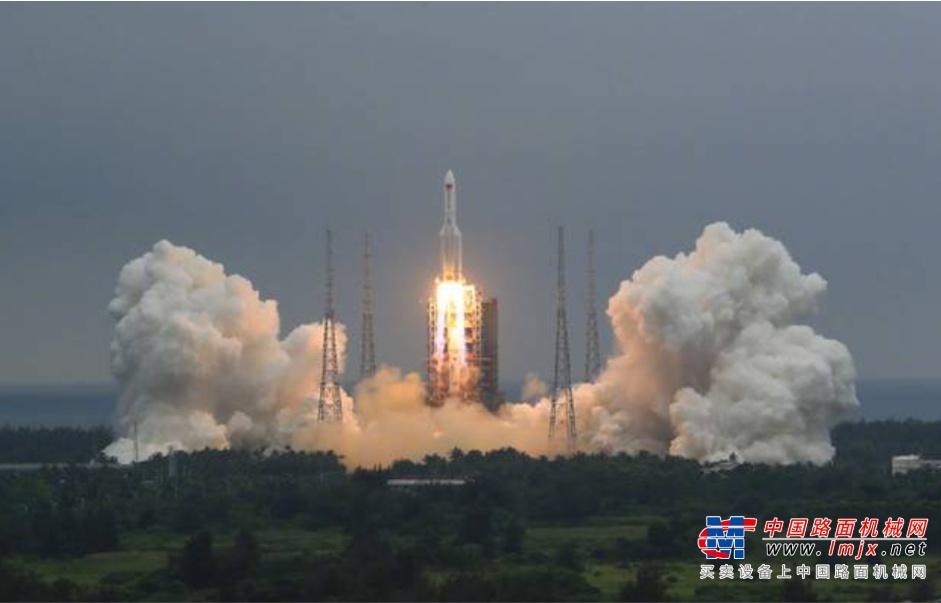 参与太空核心舱建设,欧历胜高空车见证中国航天进入空间站时代!