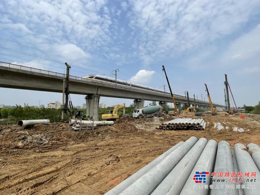 泰信机械多型号旋挖钻机助建江苏南沿江城际铁路