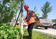 娄星区农村公路建设养护中心:养护工人上路保路畅 打造农村幸福路