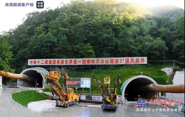 中大機械:建設規模世界第一!秦嶺天臺山特長隧道進入黑色路面施工階段 寶坪高速預計今年10月建成通車