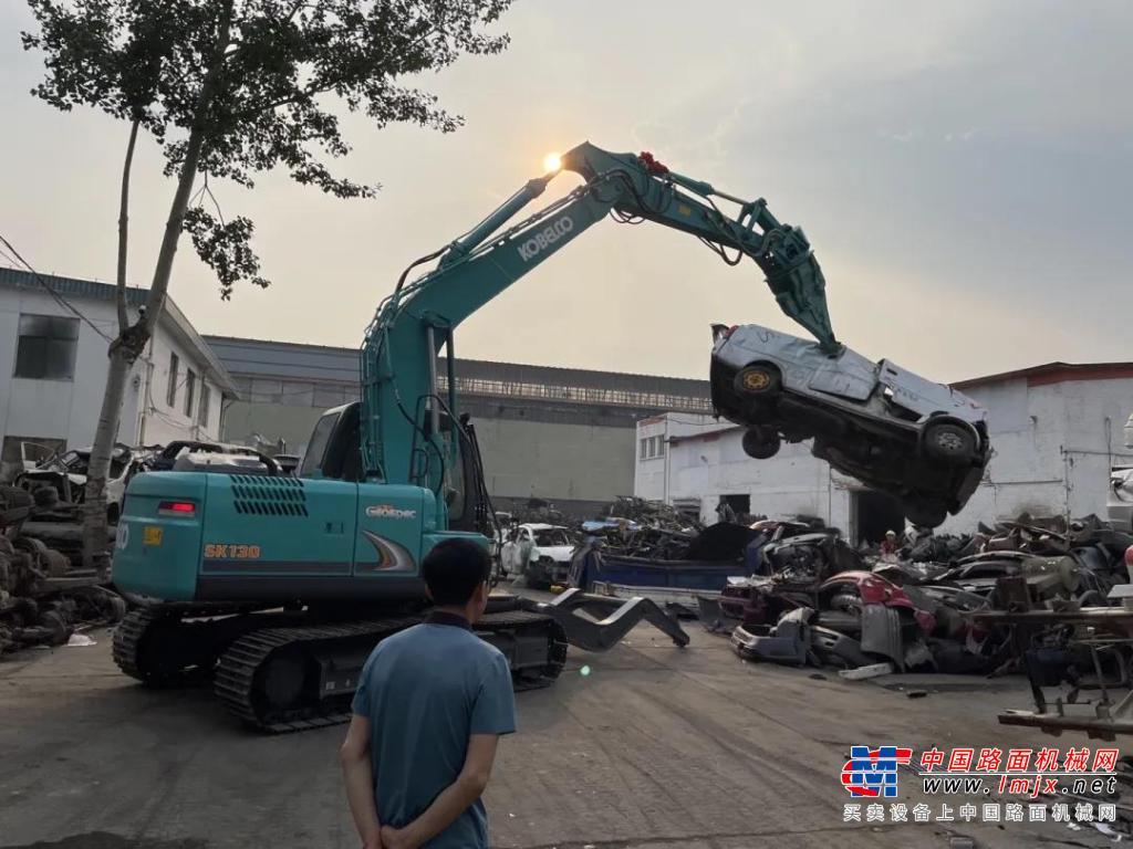专业成就信任   神钢建机SK130金属解体机交机报道