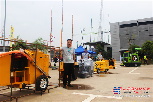 小型养护机械受欢迎 宜迅机械盛装亮相长沙工程机械展