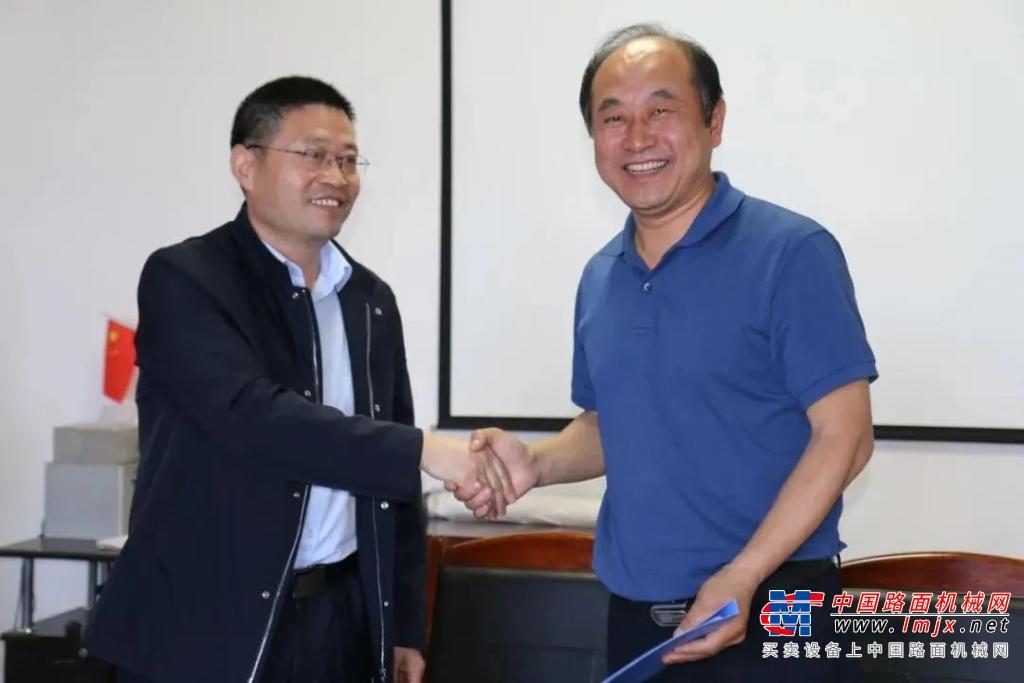 新基地奠基后再谱新篇!徐工与朝阳环境集团签署战略合作协议!