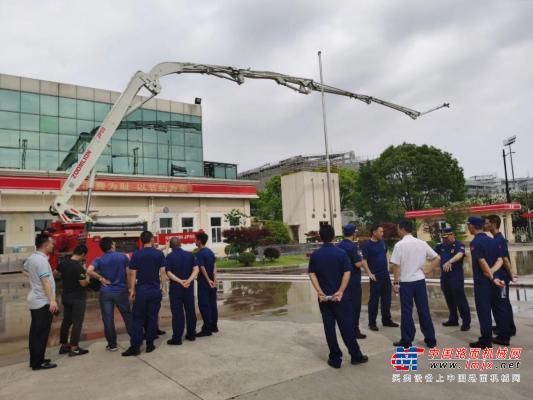 中联重科大跨距消防车交付上海化学工业区 灭火神器筑牢安全防线