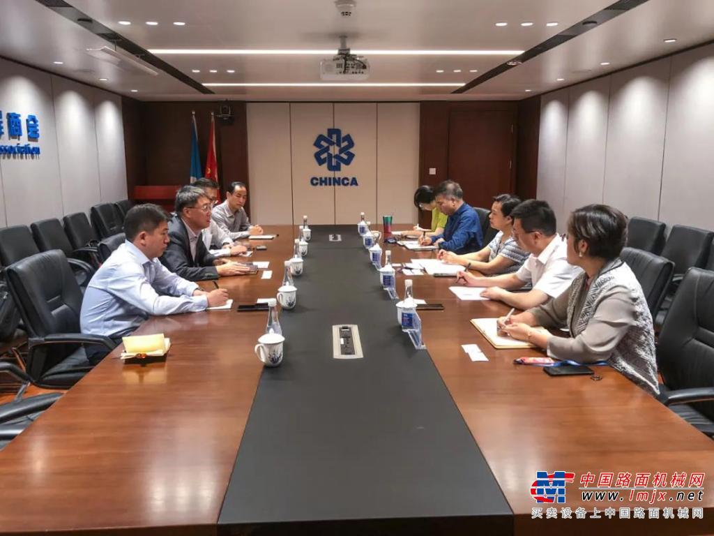 小松(中国)领导一行到访中国对外承包商会