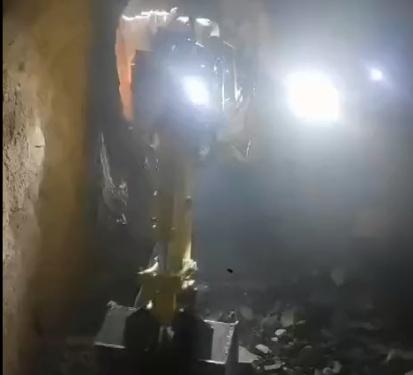 宜迅扒渣机施工视频