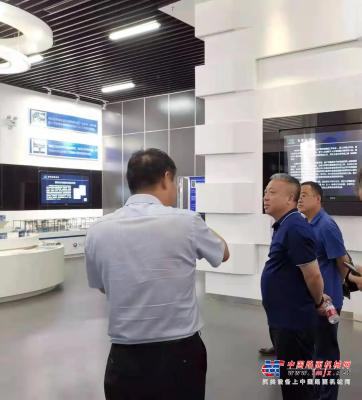 河北宣工总经理梁国欣到河北工业大学对接交流