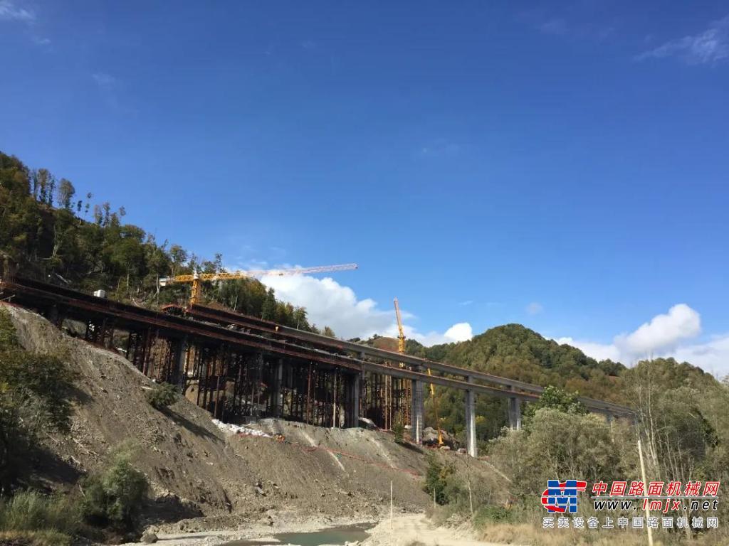 """一带一路丨中联重科群塔助建黑山""""世纪工程"""" 高效可靠见证中国制造实力"""
