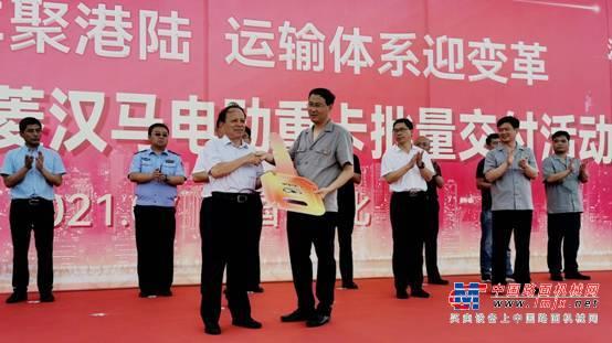 引领唐山运输体系变革 华菱汉马电动重卡批量交付港陆钢铁