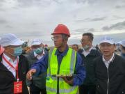 徐工无人化技术助力S21阿乌首条沙漠高速公路建设