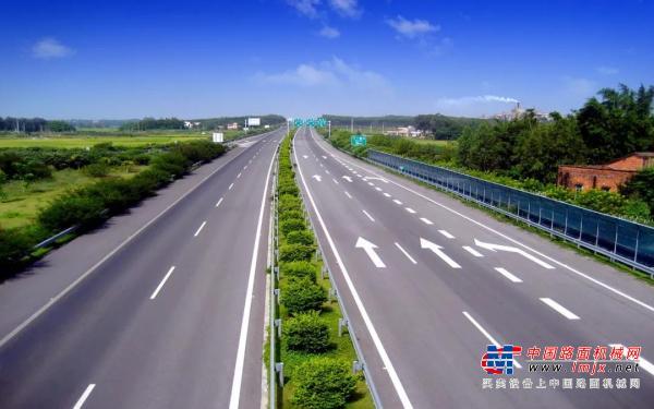 戴納派克軍團閱兵隊形,高效助力沈海高速公路大修工程