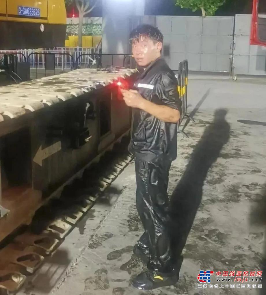 """高德包装机械产品资讯三一重工服务先锋行 他被浇成了""""落汤鸡"""",但很帅!"""