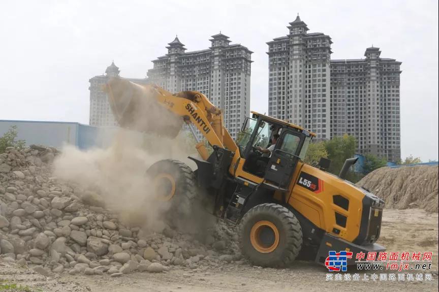 合适才是最好的   山推装载机新品体验活动走进汉中
