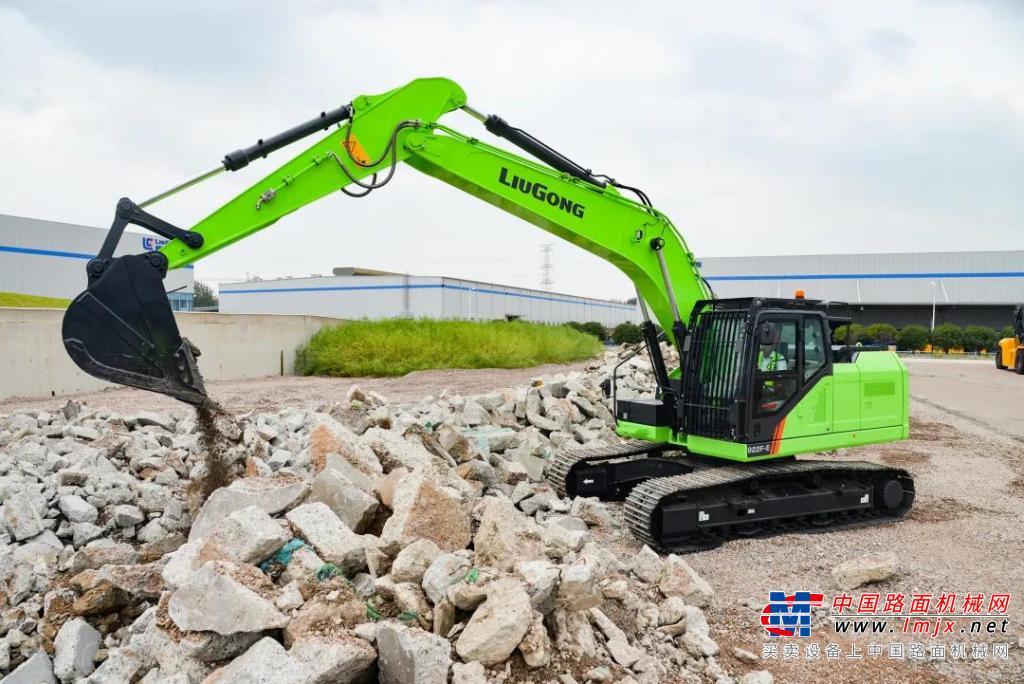 全新柳工电动挖掘机,绿装着身展飒爽英姿,电力十足!