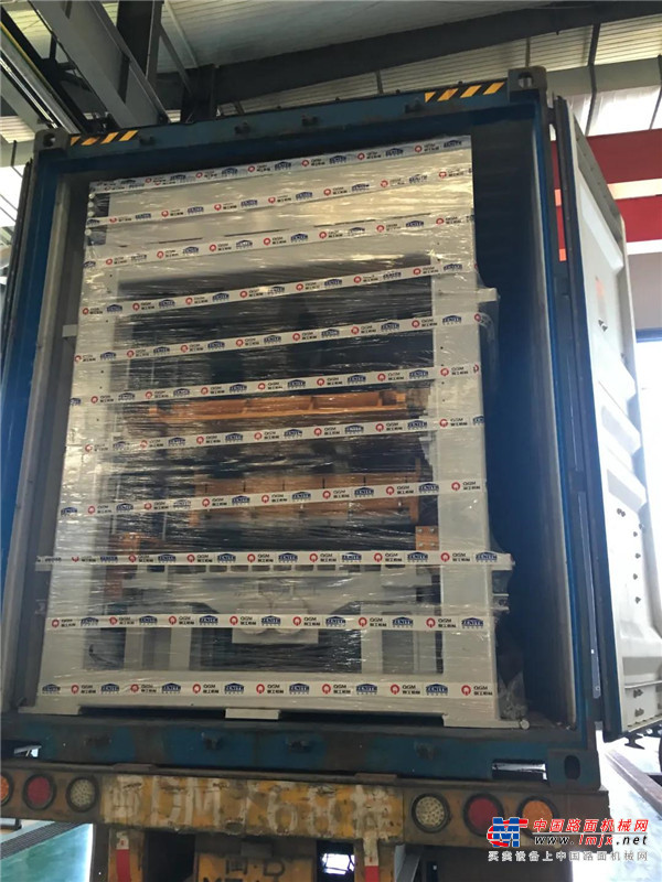 高德包装机械产品资讯项目发货|泉工股份两套QT6全自动砌块成型机生产线发货肯尼亚,助力市政建设