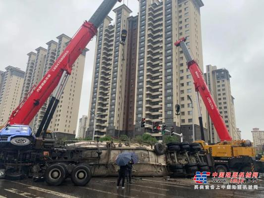 三一重工:赤峰百噸水泥罐車側翻,吊裝人9小時緊急救援