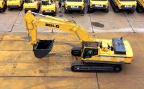 """【龙行天下】矿山上的效率担当,""""临""""家女孩带你看E6550F挖掘机"""
