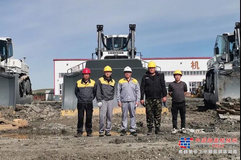 整装齐发!利勃海尔5台PR776推土机顺利进驻内蒙古煤矿