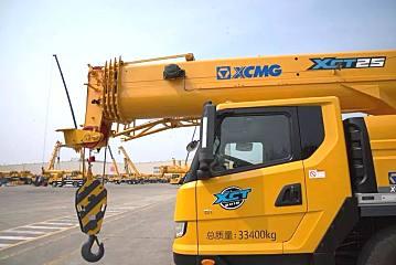 徐工起√重机械:散活神器:新款25吨,有华情心实力才不惧任何吊装!
