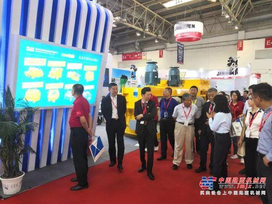 珠海仕高玛公司展位获观展领导和专家团一致称赞!