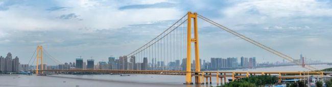 """柳工歐維姆""""超級鋼纜""""吊起世界跨度最大雙層公路懸索橋"""