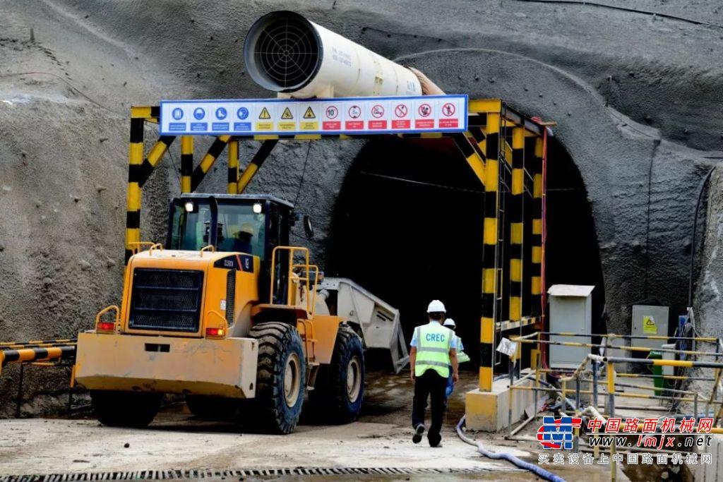 """柳工""""經典神機""""為印尼雅萬鐵路建設保駕護航"""