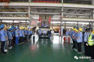 陕建机首台SUM7200C沥青混凝土摊铺机成功下线