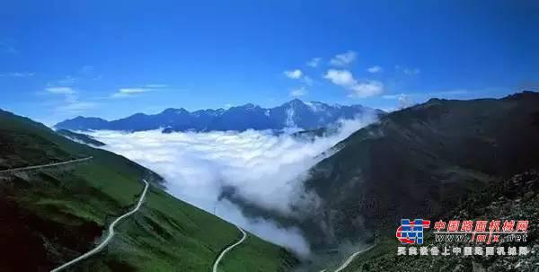 达刚路机无惧4800米高海拔,稳健助力国道317建设