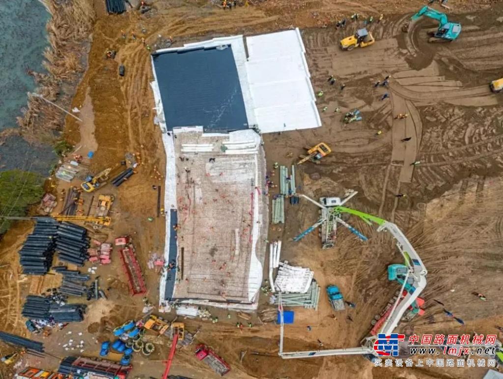 火神山医院10天建成 看中国速度背后的工程机械