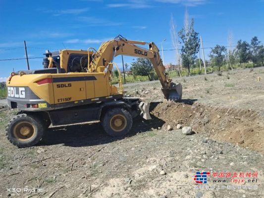 速度快、油耗低、协调性好,售后及时,临工在新疆轮挖市场突围成功!